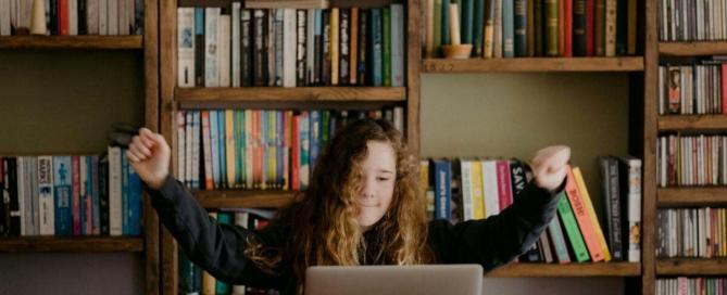 Így tanul otthon egy hallássérült gyermek távoktatásban|Vendégposzt| Koronanapló 4. rész