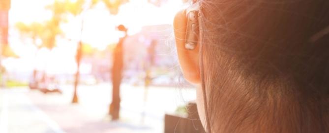 Melyik a jobb: az elemes vagy a tölthető hallókészülék?
